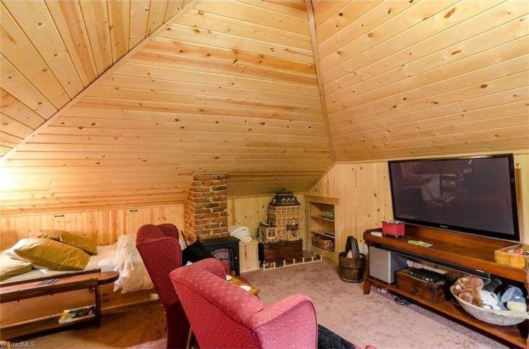 214 s. mendenhall street attic room.jpg