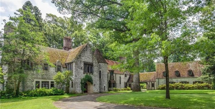 3215 n rockingham road a 1935 cotswold tudor manor house for Classic manor builders cabins