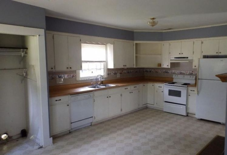 6069 burlington road kitchen.jpg