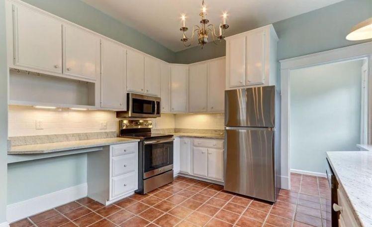 207 e. hendrix street kitchen.jpg