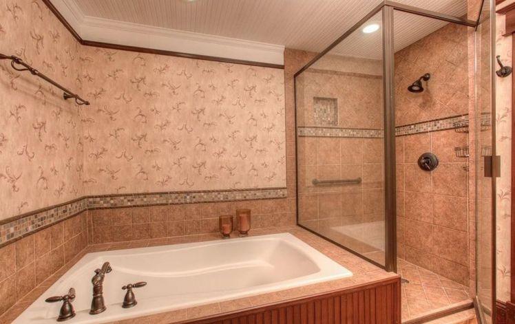 4909 oldway road bathroom.jpg