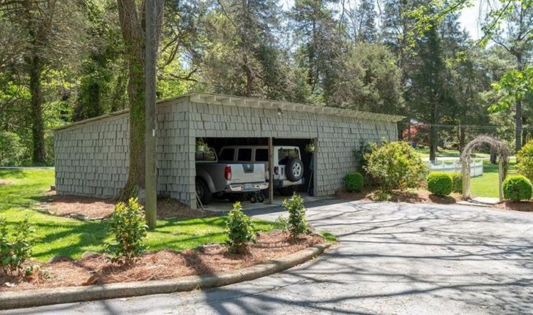 3000 w. sedgefield drive garage.jpg