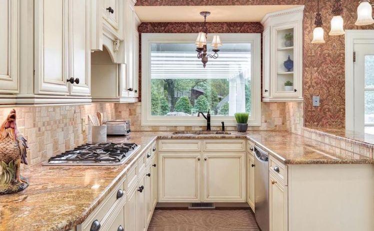 3000 w. sedgefield kitchen 2.jpg