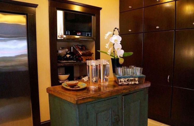 401 s. mendenhall street kitchen 1.jpg