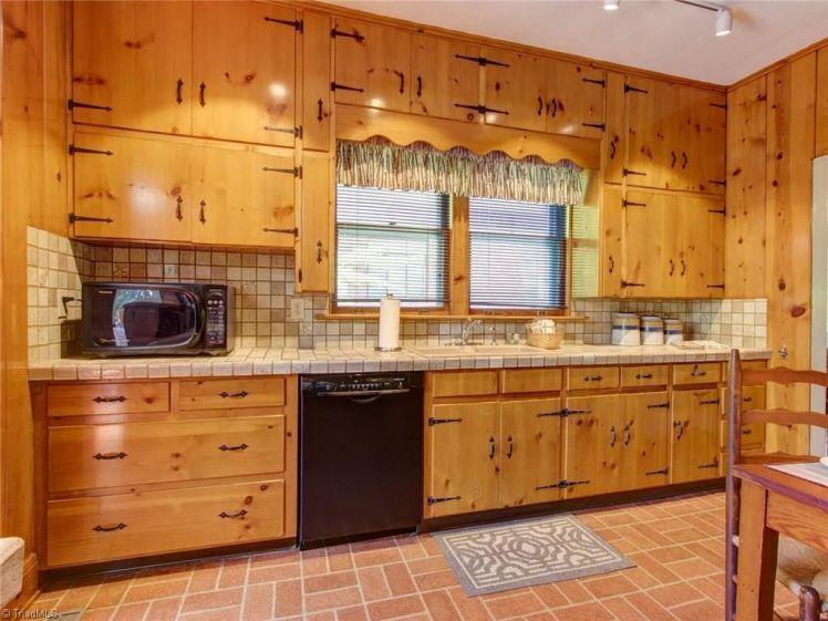 305 s. mendenhall street kitchen 0.jpg