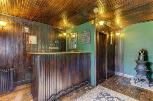 2412 oak ridge road pub.jpg