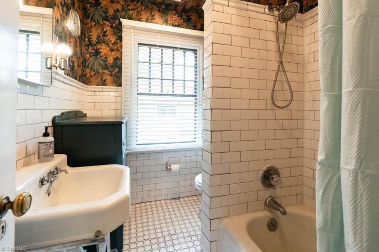 810 cypress street bath.jpg