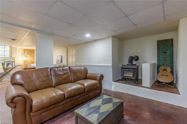 409 hillcrest basement.jpg