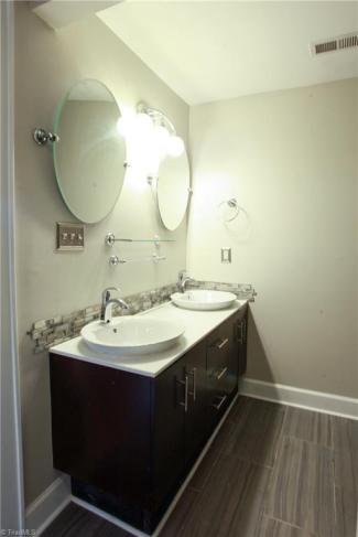 413 mcadoo avenue bath1.jpg